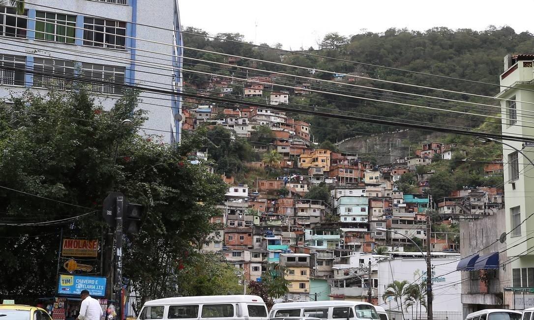 VÍDEO: Manhã de hoje (27) começou com tiroteio no Morro do Borel