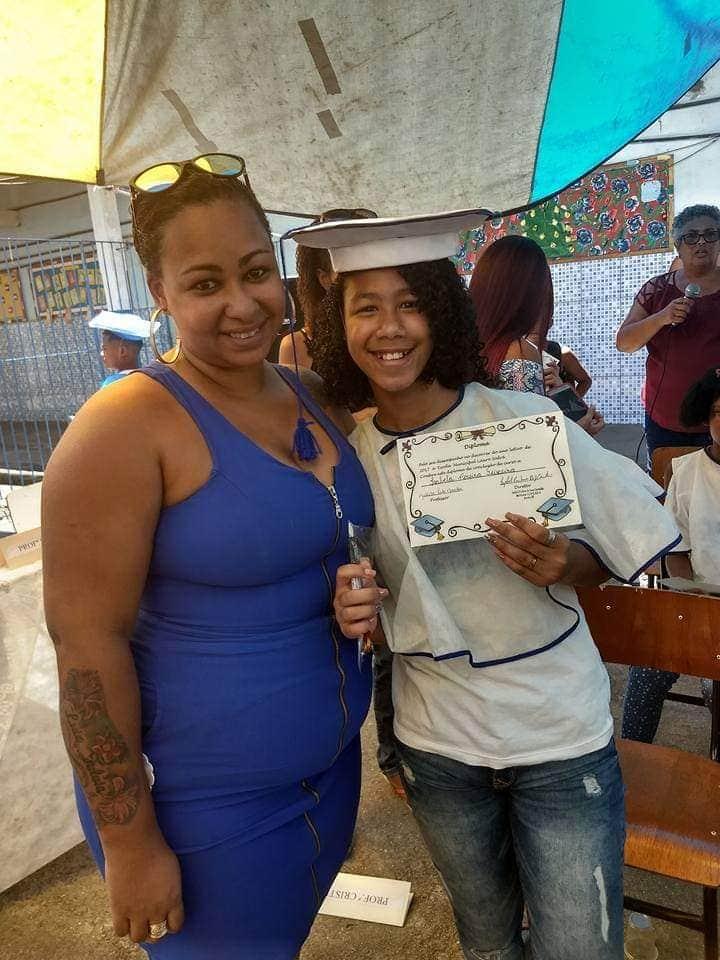 Vanessa que está sem trabalho de carteira assinada, tenta fazer bicos para comprar alimentos, ela já perdeu as esperanças de receber algo da prefeitura.