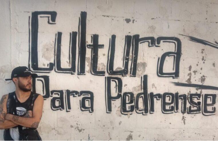 O grito de Marielle ecoou, chegou na favela Para Pedro e despertou a poesia na vida do artista Victor Tavares