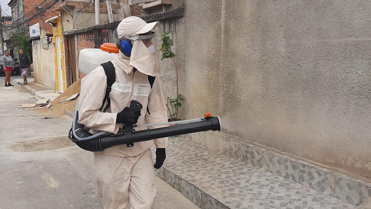Cedae realiza sanitização em 13 favelas esta semana; Acompanhe o calendário