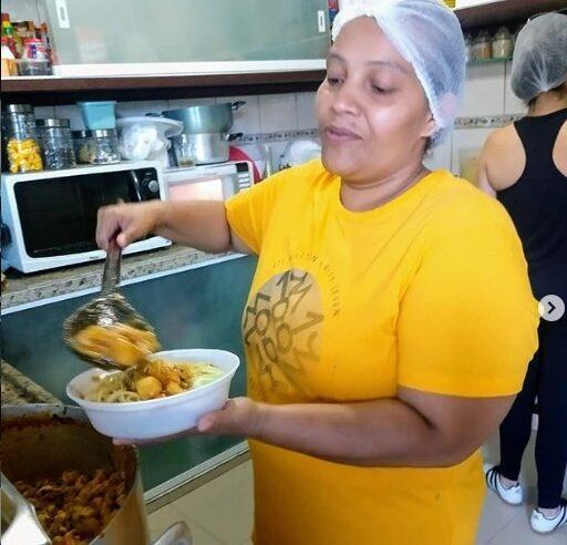 Moradora do Vidigal faz quentinhas para alimentar pessoas em situação de vulnerabilidade social