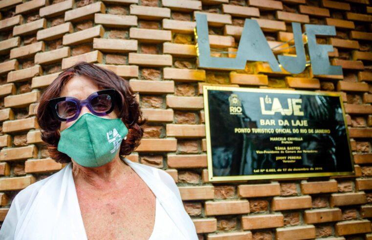 Bar da Laje, no Vidigal, se torna ponto turístico