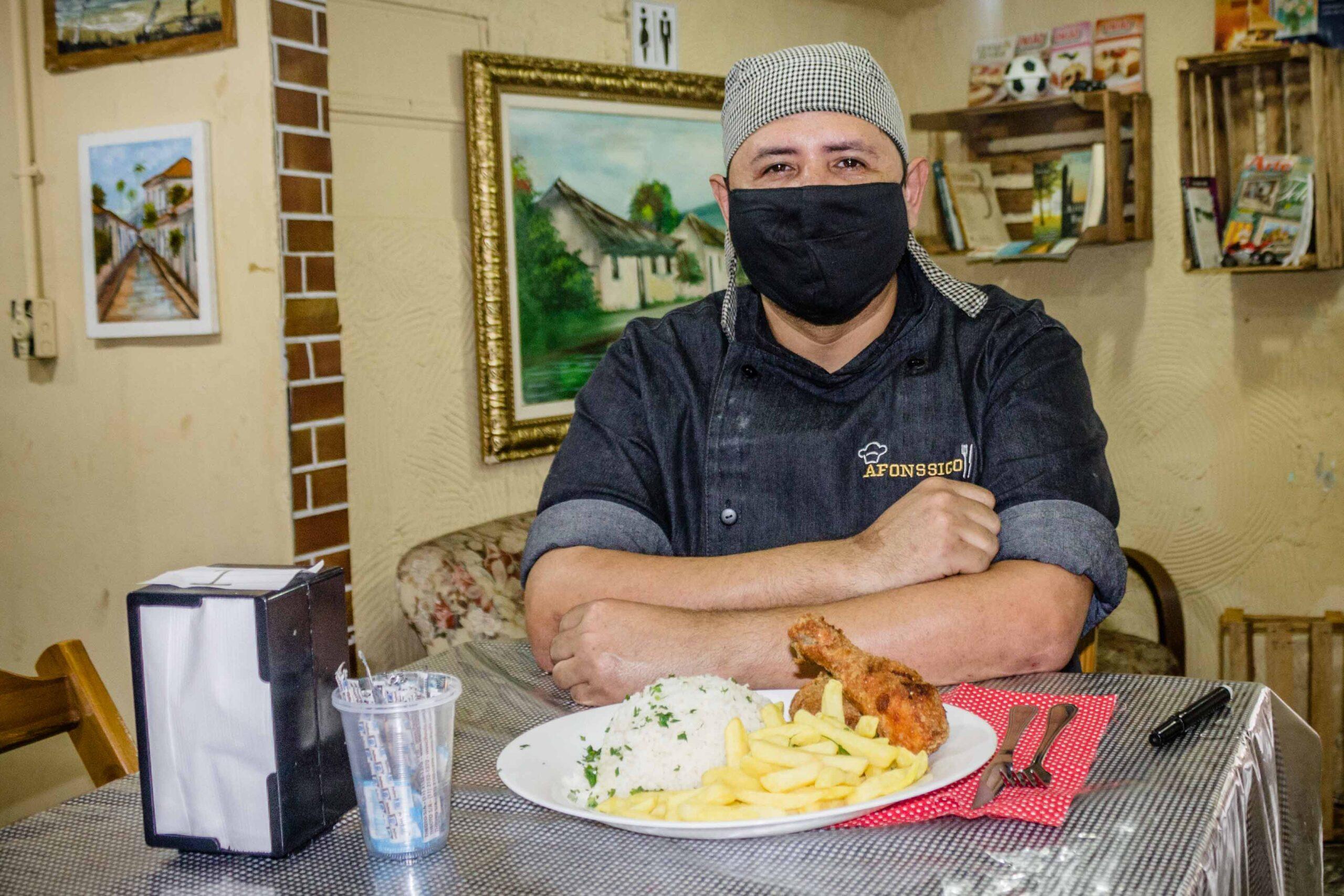 Afonssico: Chefe de cozinha do Complexo do Alemão se reinventa durante à pandemia