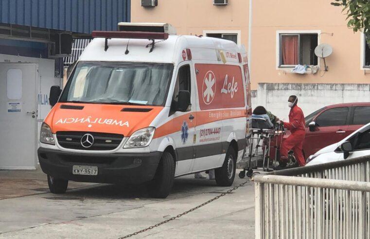 Moradora baleada no Alemão segurava o filho no colo quando foi atingida