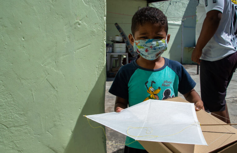 Caras no Céu: crianças do Alemão e Vidigal recebem kit de tecnologia criativa