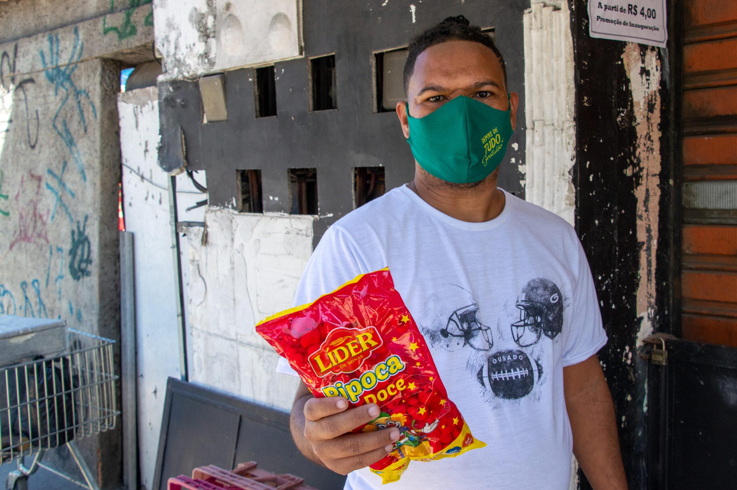 Ambulante da Cidade de Deus conta como seu trabalho está sendo afetado na pandemia
