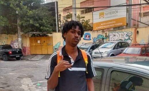 Sem nenhuma prova, Danillo Felix, morador do Morro da Chácara, está preso há um mês