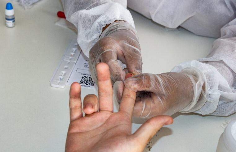 Moradores fazem teste de Covid-19 gratuito na Vila Olímpica do Alemão