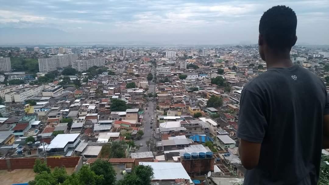 Vendedor de brigadeiros Luiz Guerreiro lança vakinha on-line
