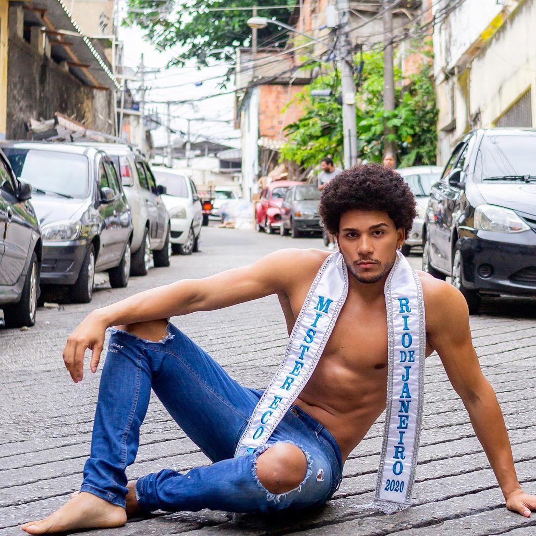 Morador do Borel vence concurso de beleza e vai à Europa representar o Brasil
