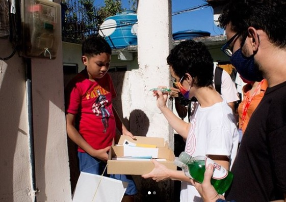 Projeto de arte e tecnologia nas favelas busca apoio para doar kits no Dia das Crianças