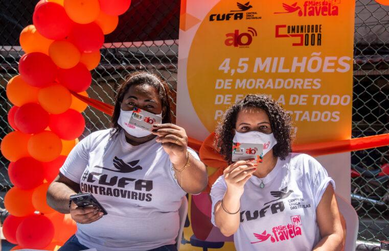 CUFA distribui chips de celular na Rocinha