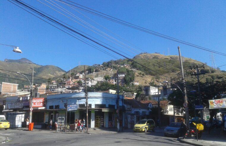 Operação no Complexo do Lins expõe moradores a fogo cruzado neste sábado (26)