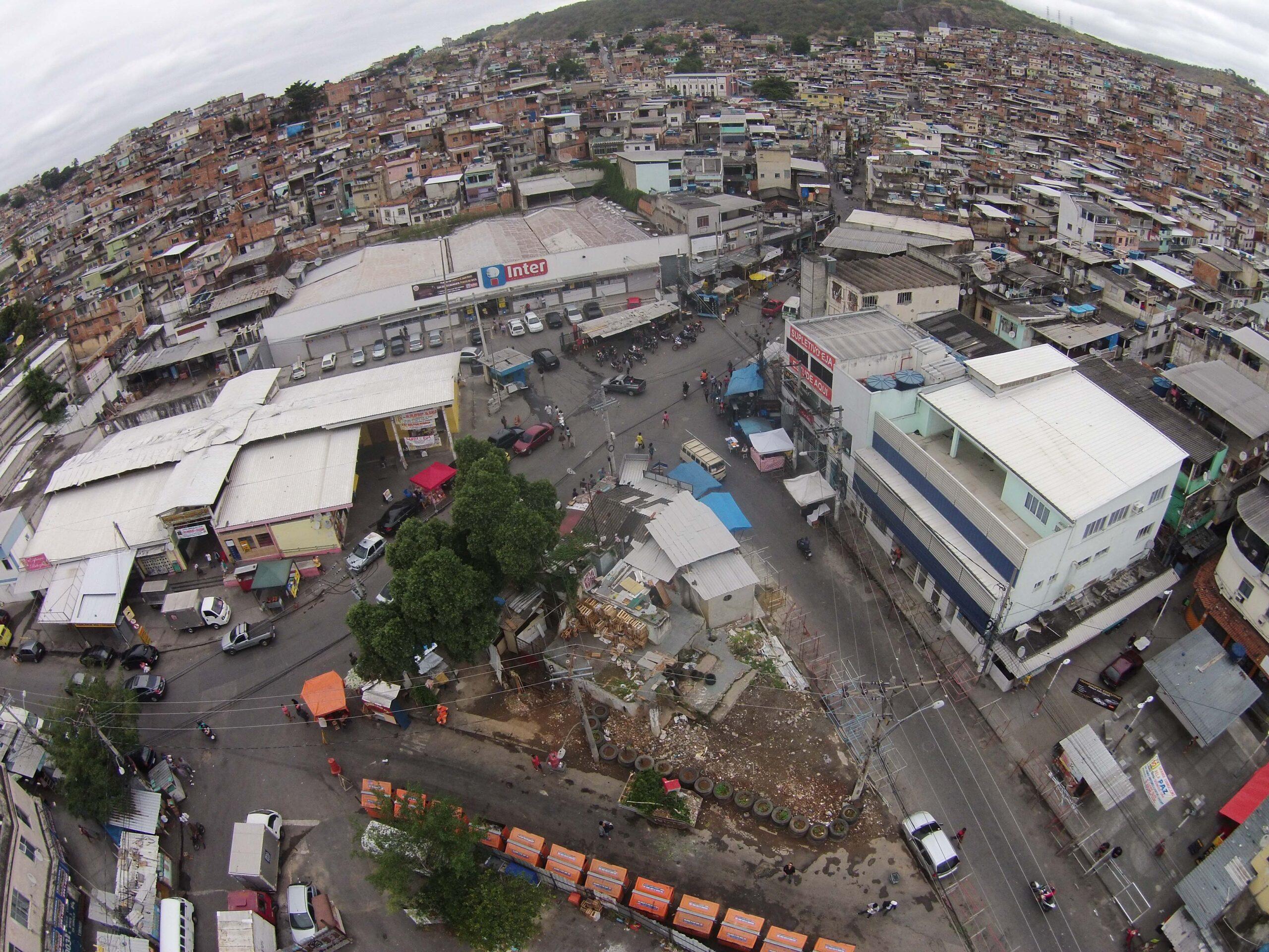 Moradores da Vila Cruzeiro relatam manhã de tiroteio