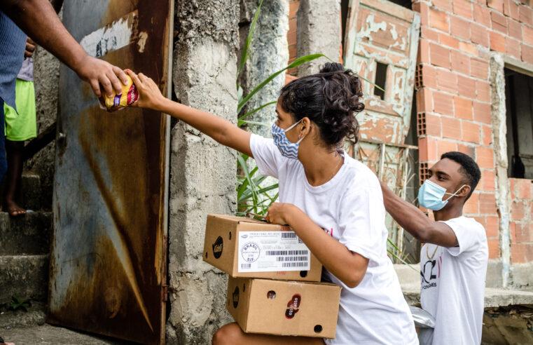 Gabinete de Crise do Alemão leva doação do Instituto BRF para moradores de dez favelas