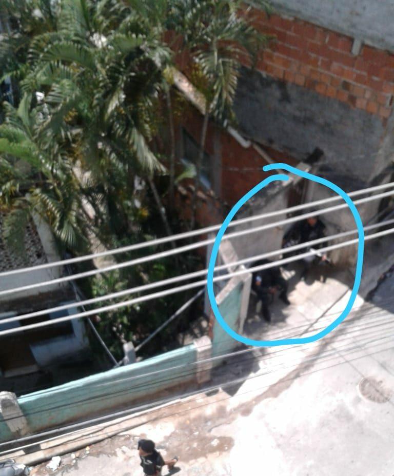 Policiais Militares invadem bar na Merendiba, Complexo da Penha