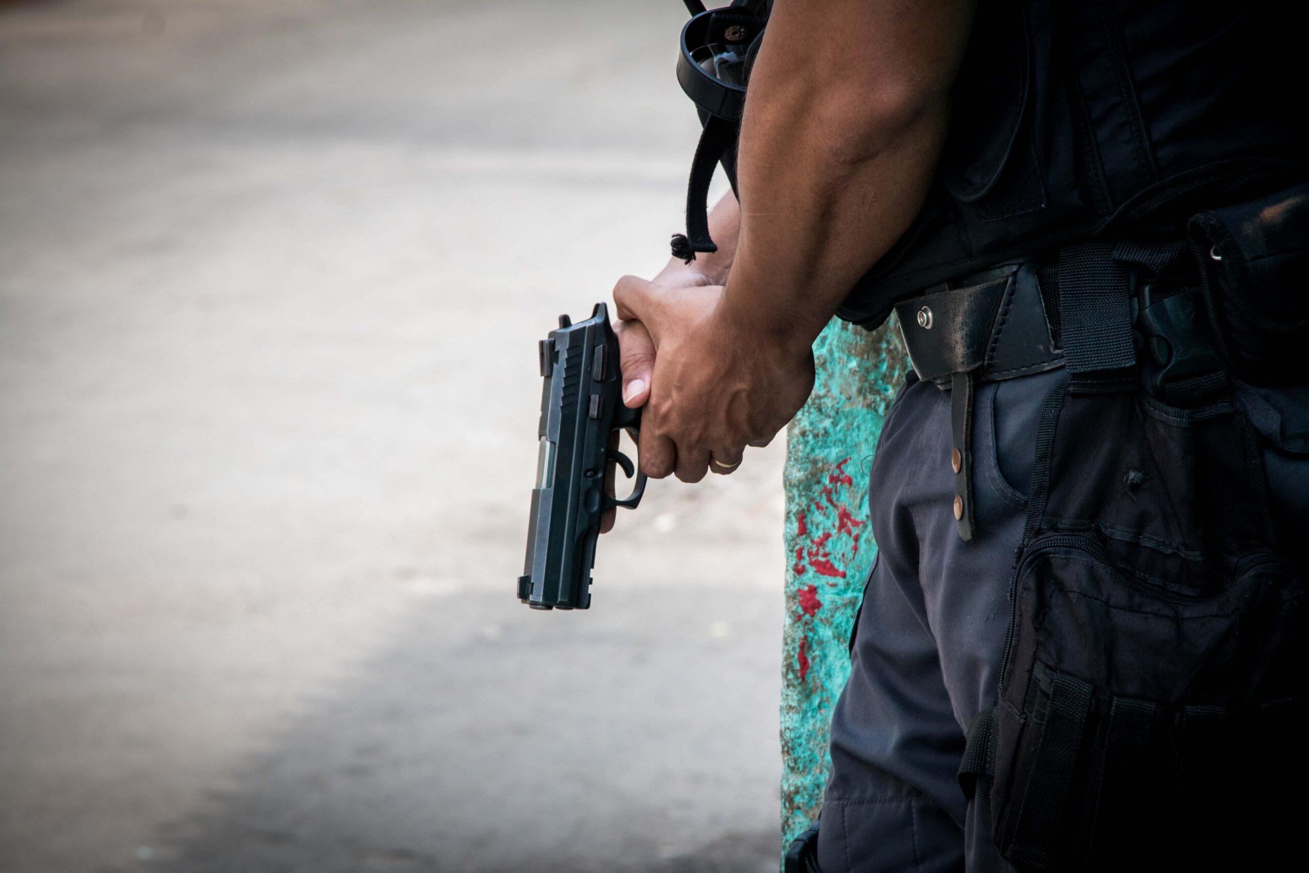 Manhã de tiroteio durante operações na Mangueira e em Madureira; VÍDEO