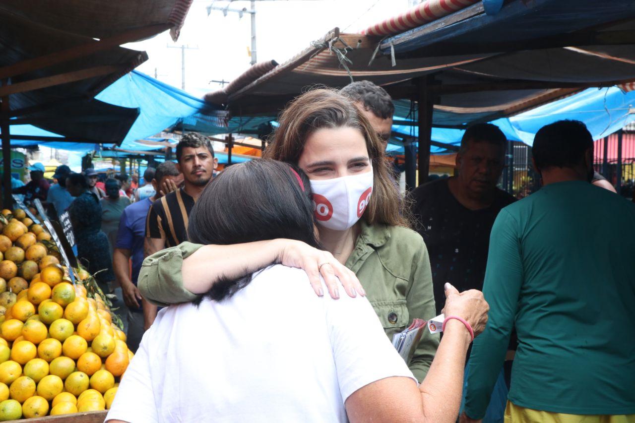 Clarissa Garotinho visita o Complexo da Maré e promete  retorno do programa Favela Bairro