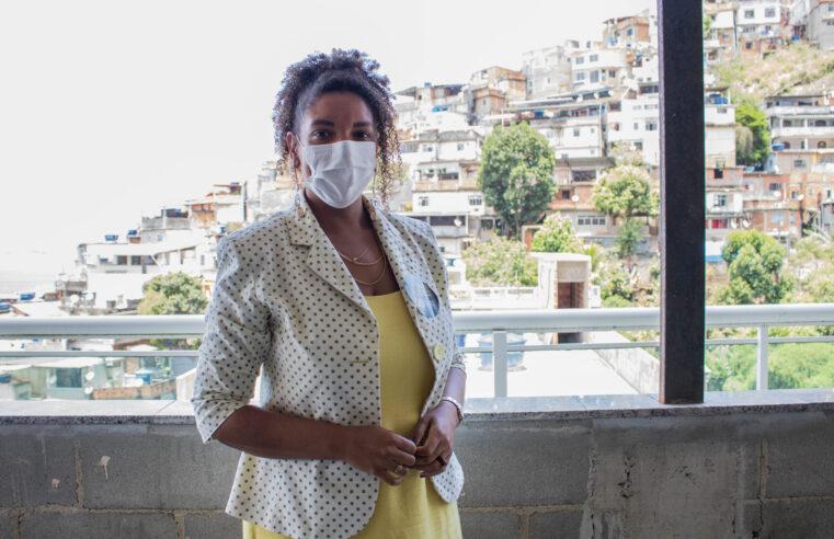 Renata Souza (PSOL) conversa com lideranças do Vidigal e faz caminhada na Rocinha