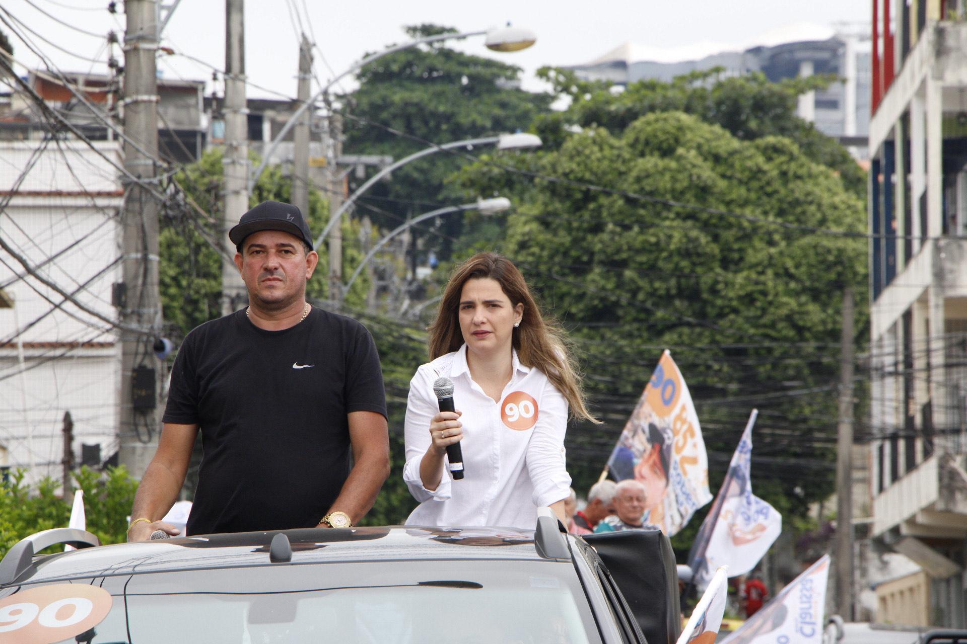 Clarissa Garotinho (PROS) faz carreata no Complexo do Alemão