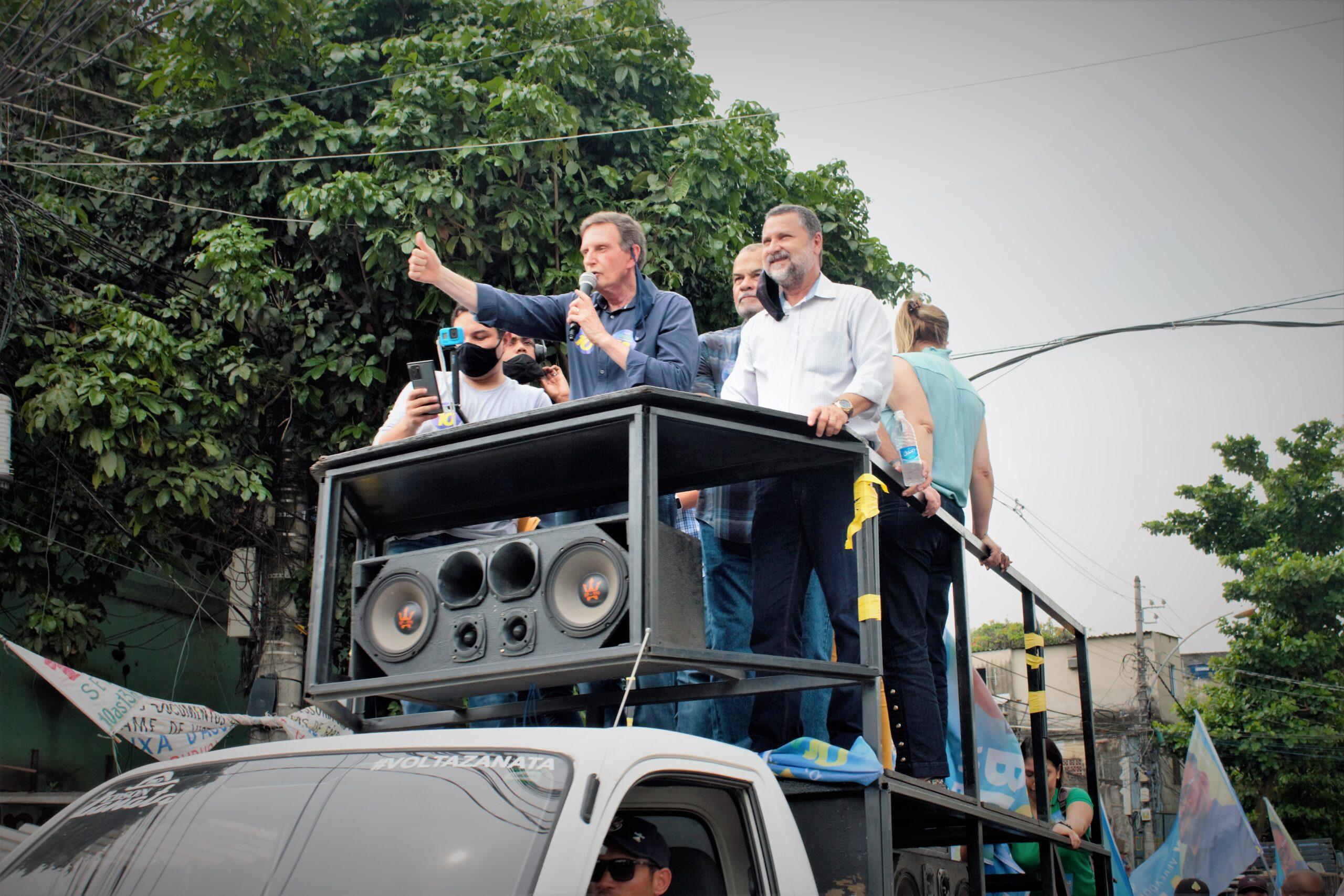 Marcelo Crivella (Republicanos) faz carreata pelo Complexo do Alemão