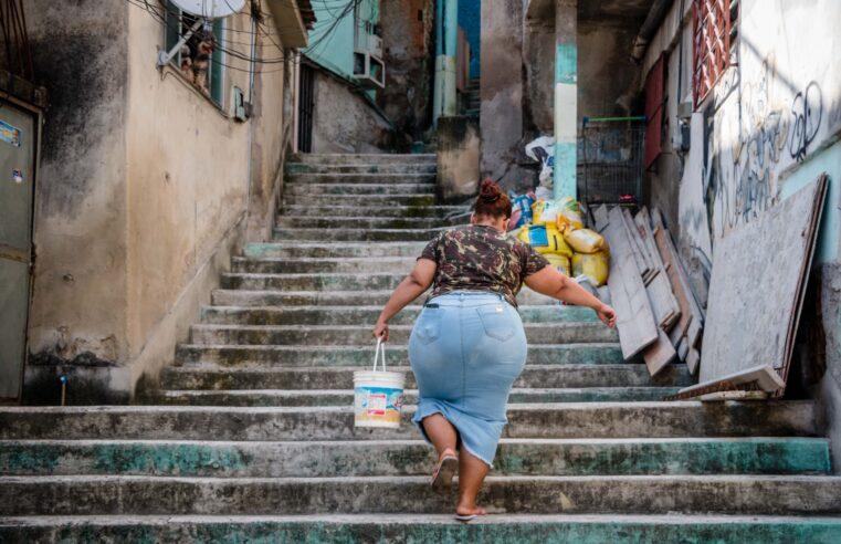 Moradores do Morro da Baiana estão há 15 dias sem água