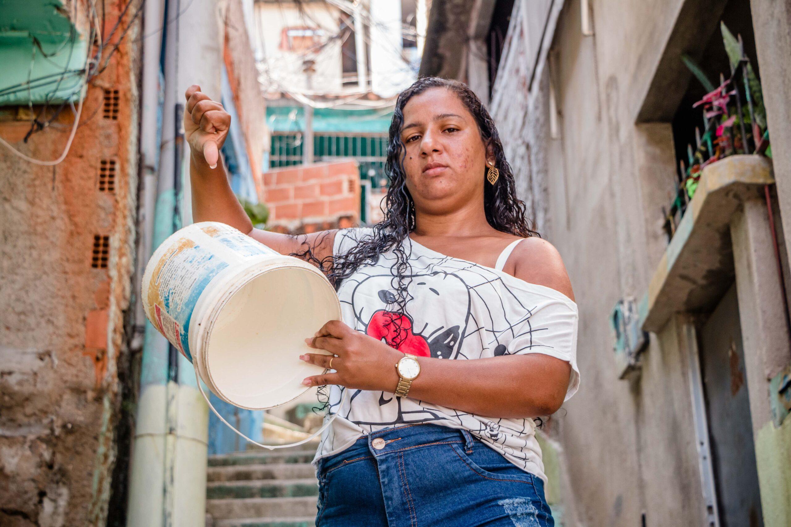 Moradores de várias favelas podem passar o Natal sem água