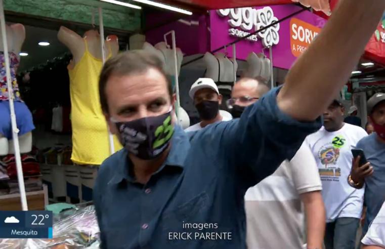 Durante caminhada na Rocinha, Eduardo Paes (DEM) promete retornar com o projeto Favela Bairro