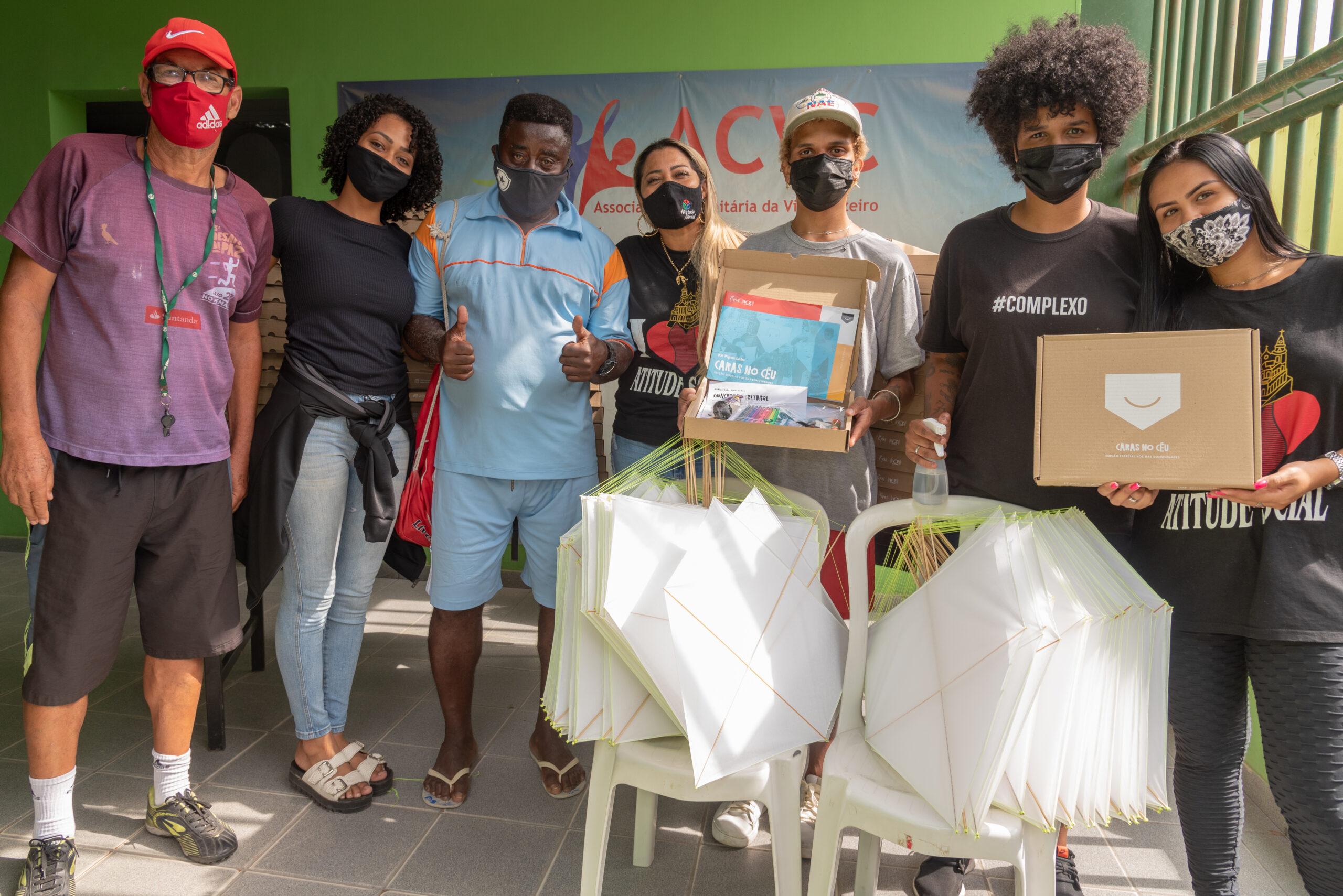 Pipas Labs distribui mais de 150 kits na Ong Atitude Social, na Vila Cruzeiro