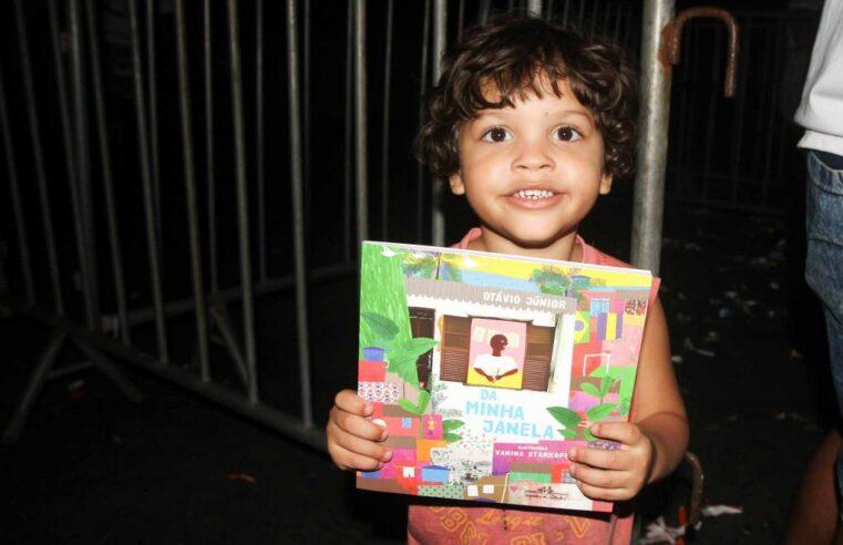 Bienal do Livro Rio doa 15,5 mil livros aos Complexos do Alemão e da Penha