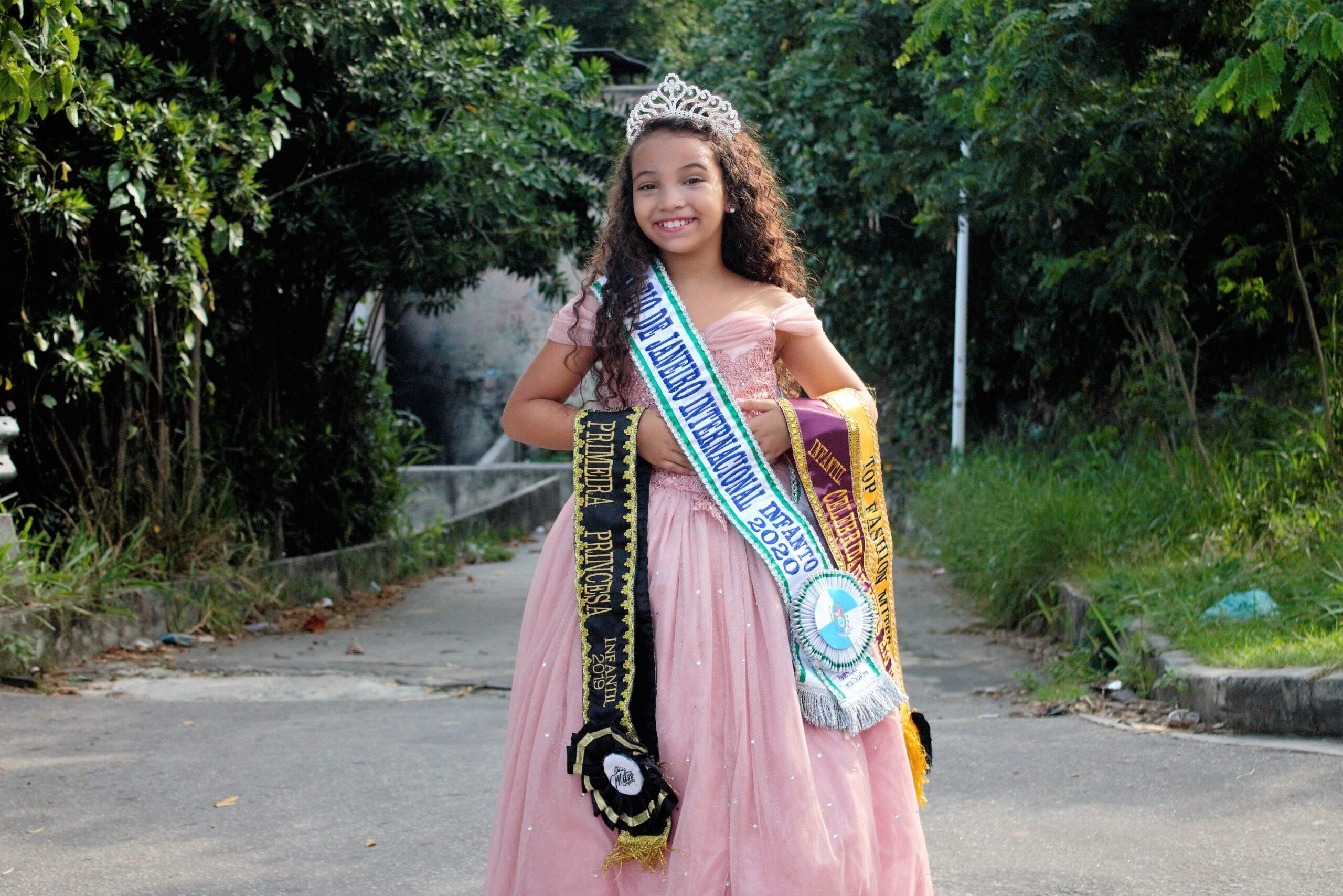 Miss do Alemão, Thayna Cristina é coroada 'Miss Rio de Janeiro internacional infanto 2020'