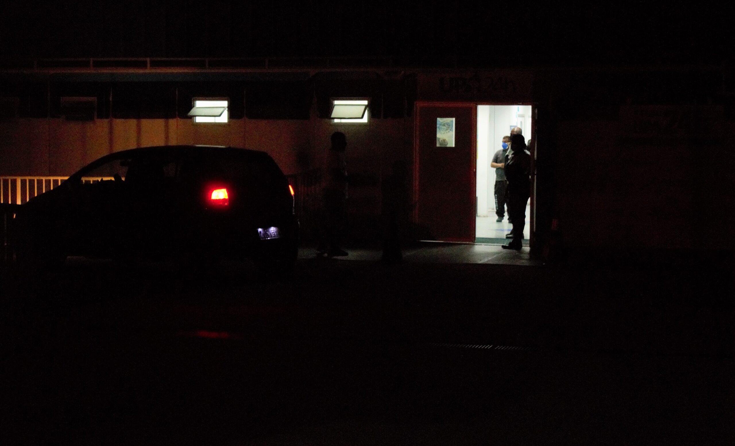 Entrada da UPA do Complexo do Alemão está sem luz há uma semana