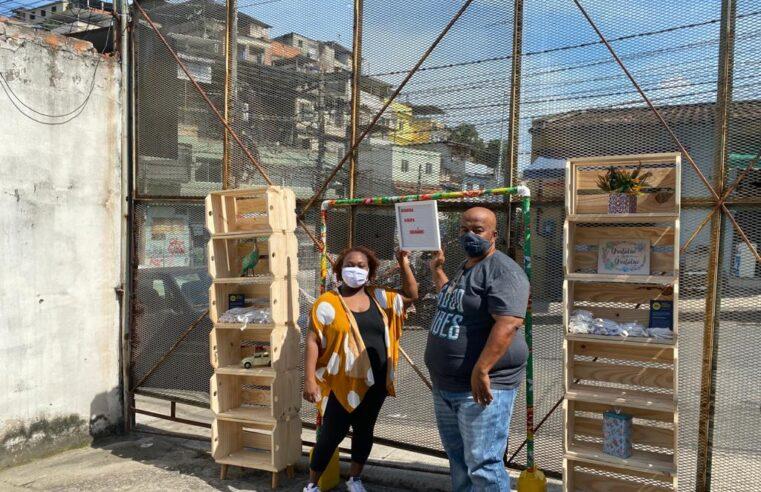 Favelas recebem guarda-roupas solidários do Sesc RJ
