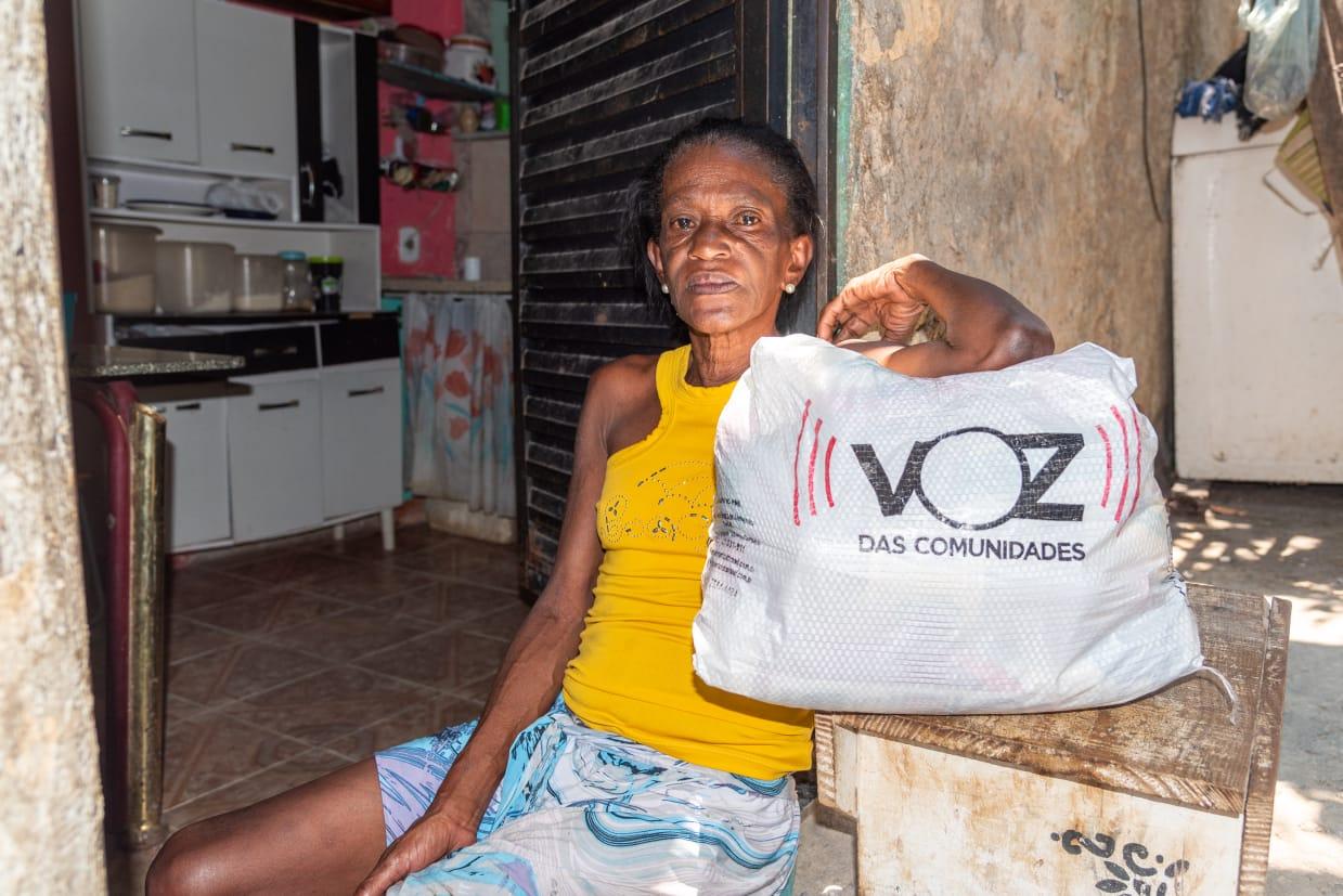 """Ação """"Por Um Natal Melhor"""" distribui 800 cestas básicas nos Complexos do Alemão e Penha"""