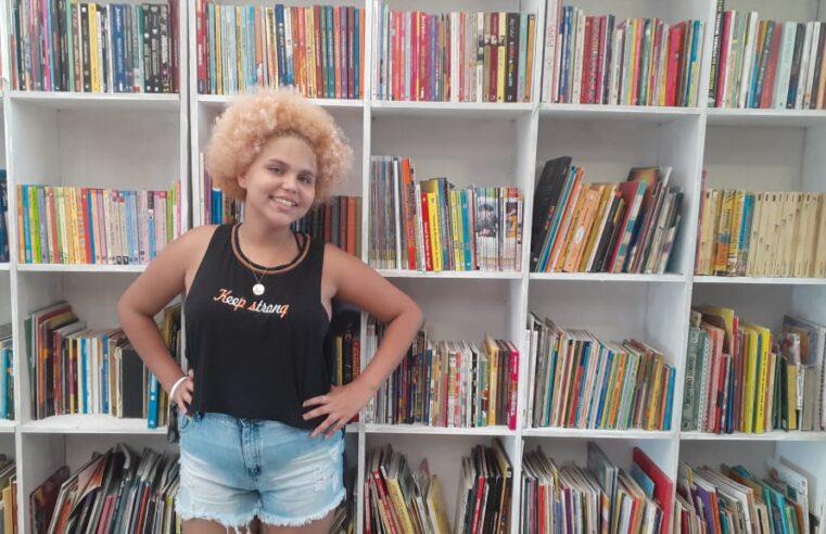 Mundo da Lua: conheça a biblioteca comunitária do Tabajaras fundada por menina de 13 anos
