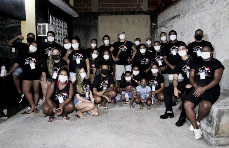 Natal de Rua: Coletivo Papo Reto doa quentinhas para moradores em situação de rua