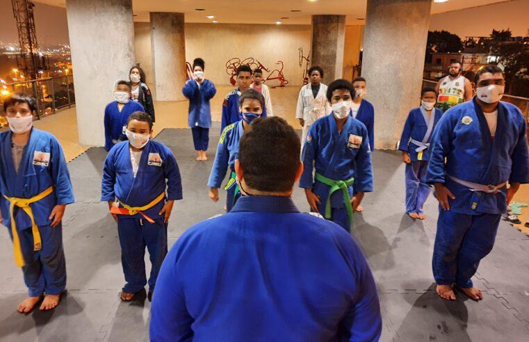 Projeto Samurais do Morro promove vaquinha on-line