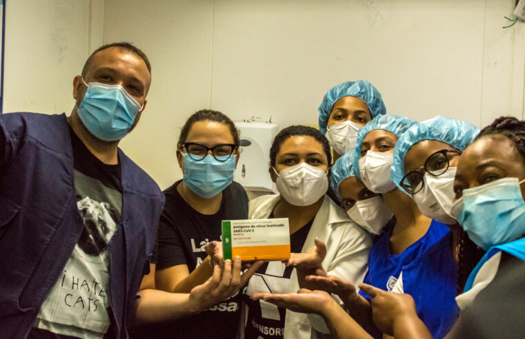Começa a primeira fase de vacinação contra a Covid-19 no Complexo do Alemão