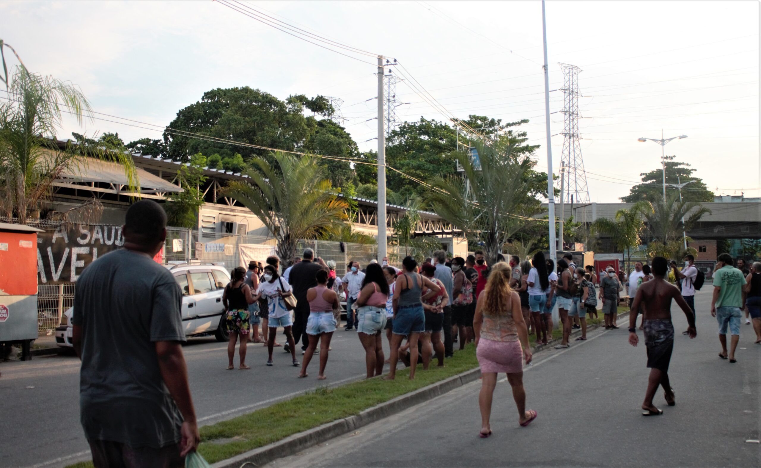 Moradores fazem ato pacífico pela reabertura imediata da UPA Manguinhos