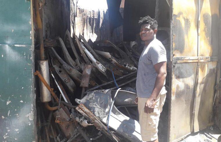 Mecânico da Vila Kennedy busca reconstruir sua oficina após incêndio: saiba como ajudar