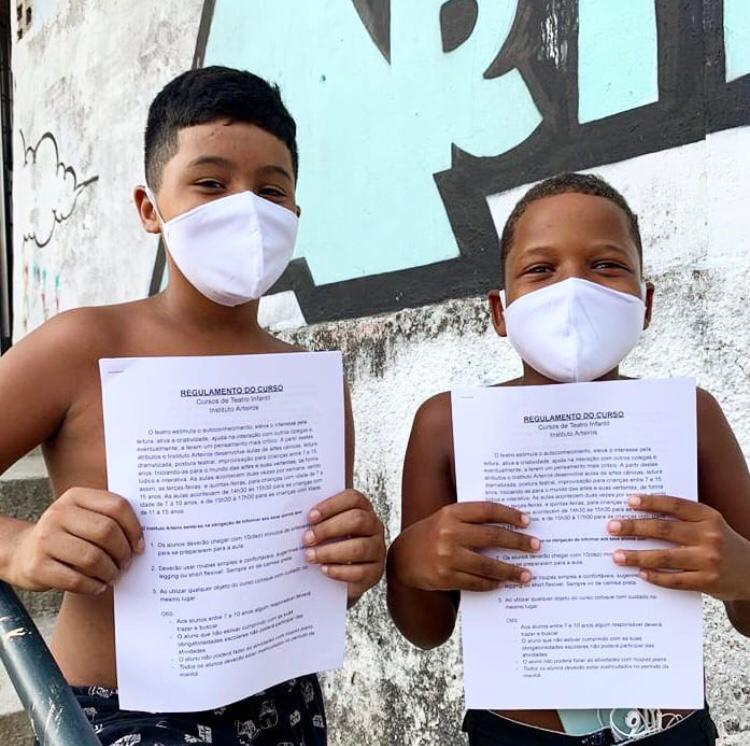 Instituto Arteiros abre inscrições para curso de teatro na Cidade de Deus