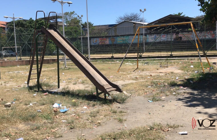 Praças abandonadas no Complexo do Alemão impedem lazer e diversão das crianças