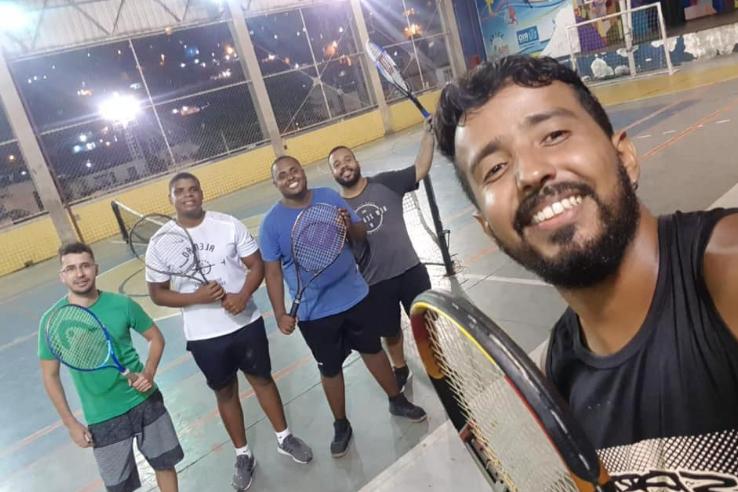Aula de tênis é a nova atração da Vila Olímpica do Alemão