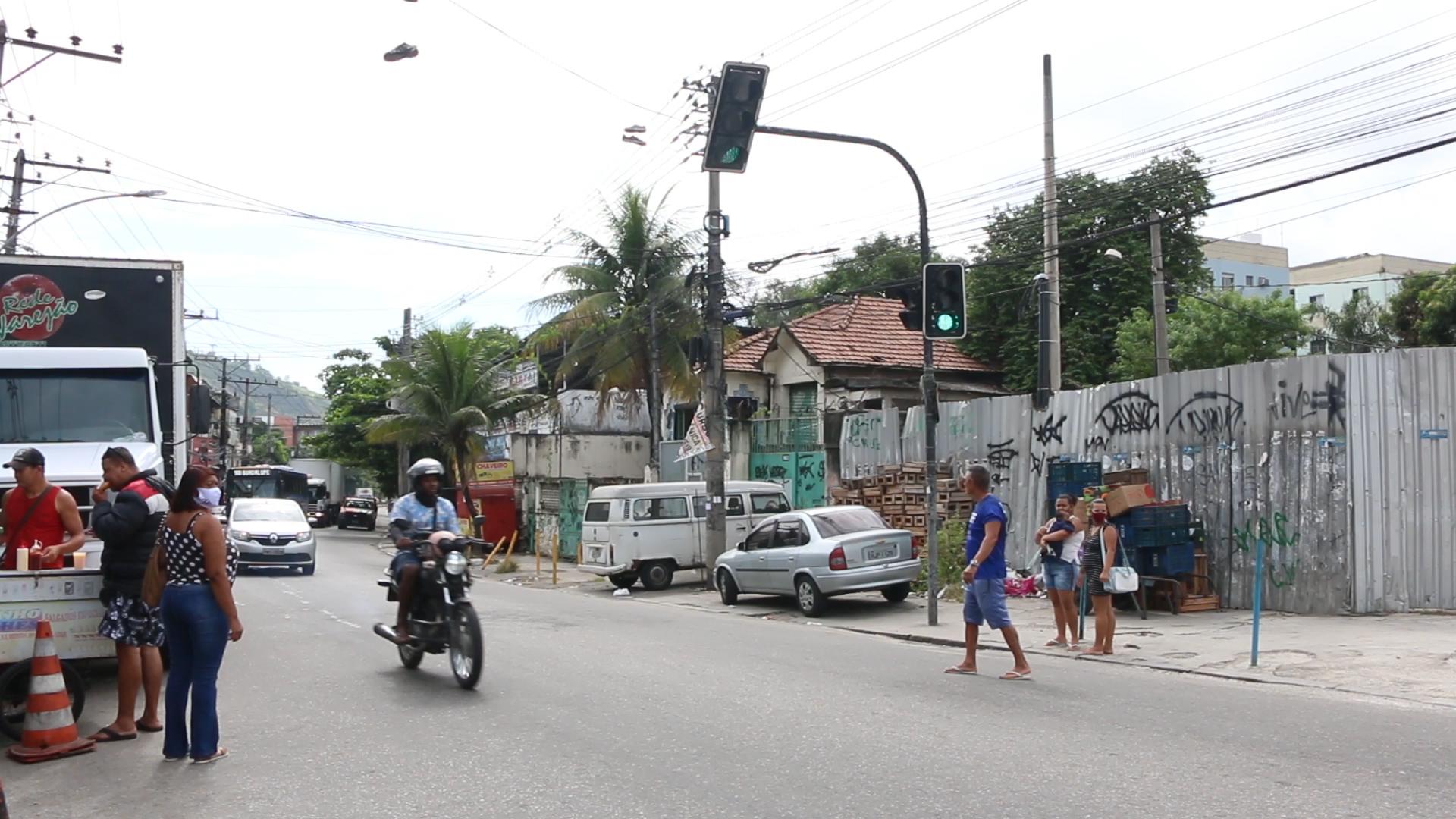 Falta da faixa de pedestres no sinal da Nova Brasília dificulta travessia de moradores