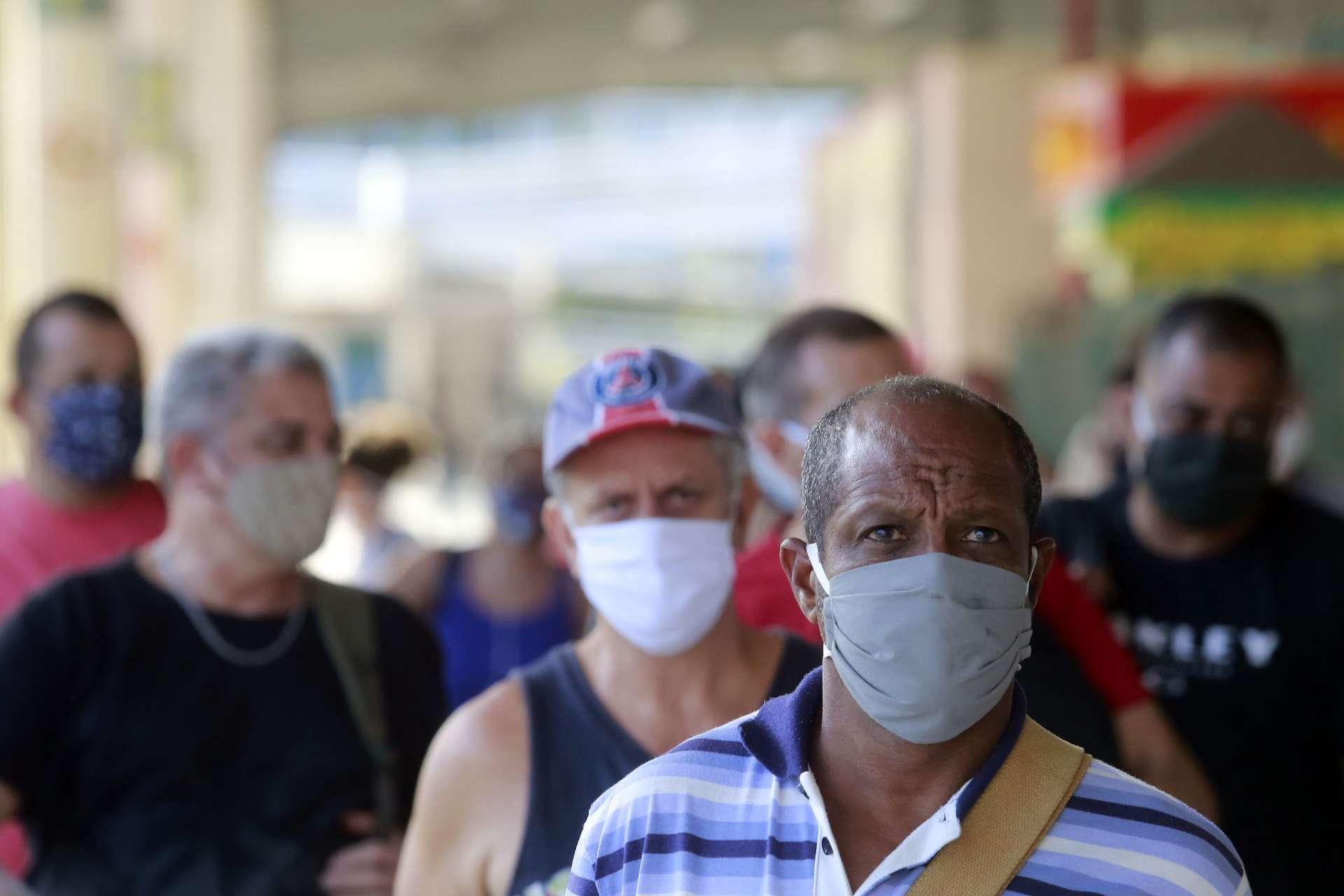 O uso de máscaras NÃO acumula micróbios que podem causar câncer