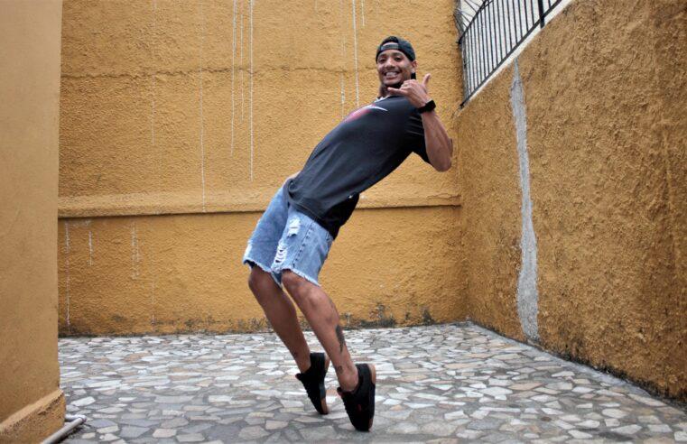 """Dançarino Peterson Sidy cria coreografia da música """"Apaga luz, Apaga tudo"""" e bomba nas redes"""