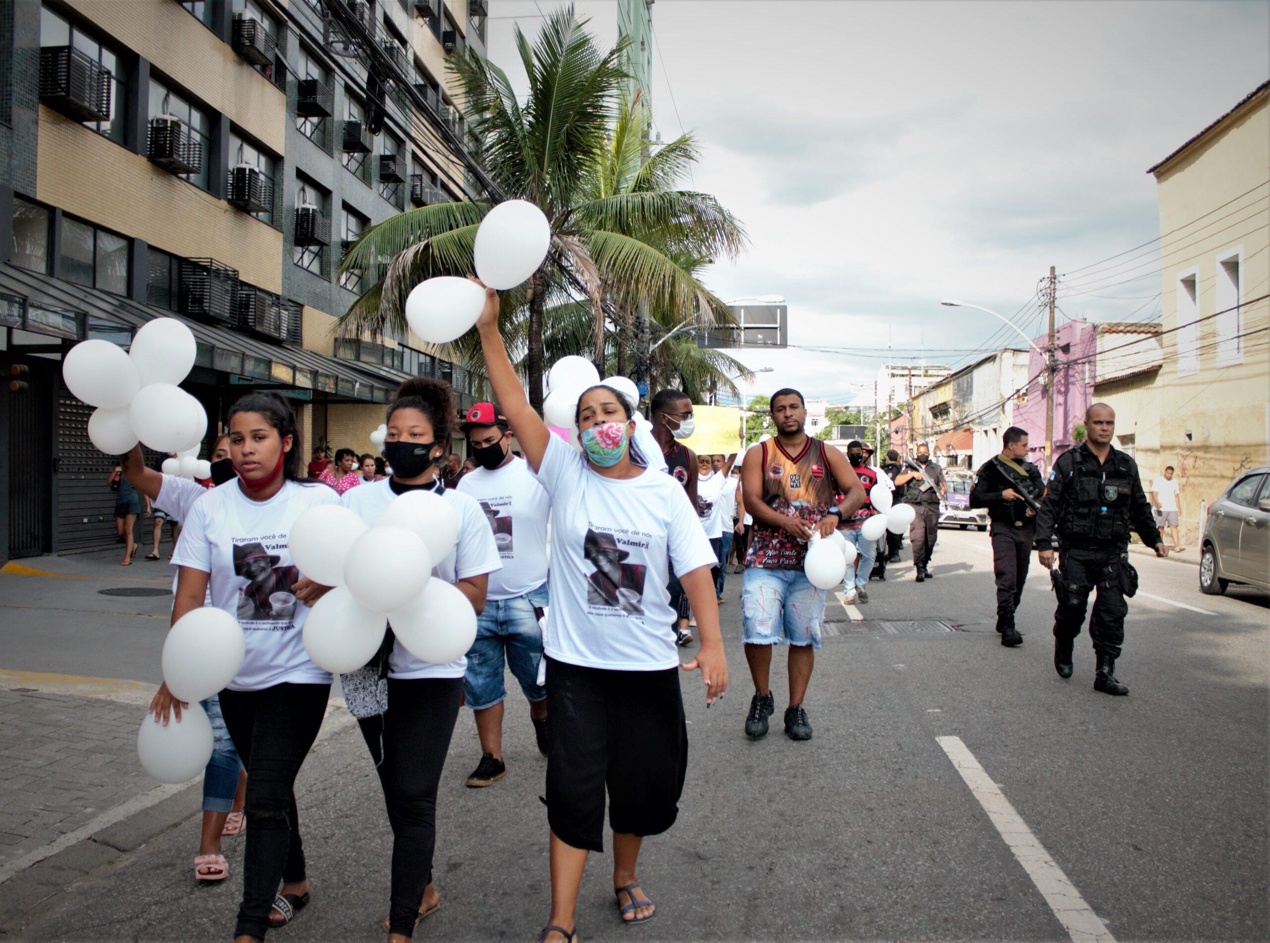 Manifestação pacífica pede justiça pela morte de morador no Morro dos Macacos