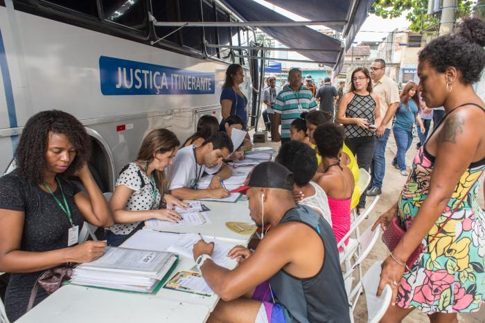 Disponível calendário do ônibus da Justiça itinerante para a favela da Maré e Manguinhos