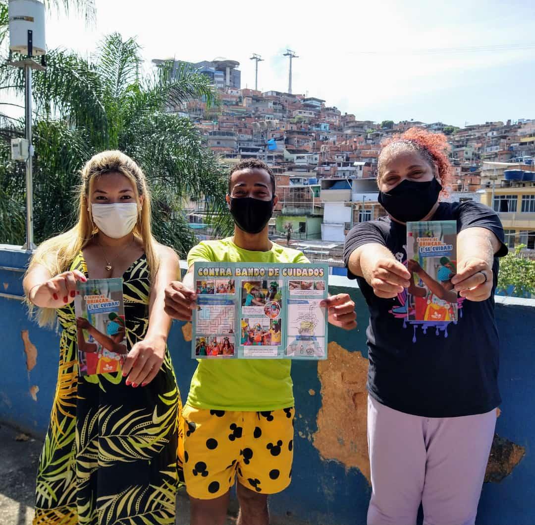 Grupo Contra Bando de Teatro promove ação de conscientização infantil contra Covid-19 no Alemão