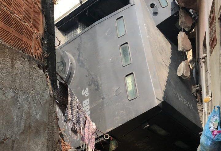 Caveirão cai em casa na Zona Norte do Rio